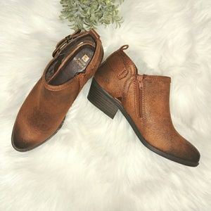 Shoes - Western chic booties